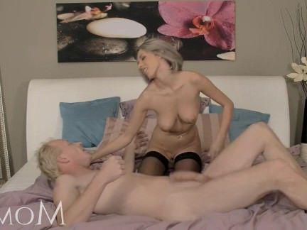 Милфа порно Мама милф должен попробовать сперму секс видео