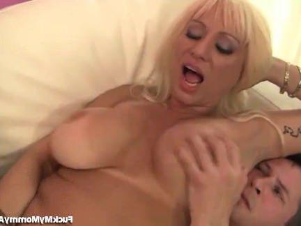Милфа порно Мама Дочь Тройка Концы В Огромный Лицевой секс видео