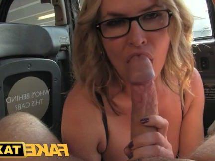 Милфа порно FakeTaxi сексуальный зрелый мамаша соблазняет водитель секс видео