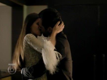 Милфа порно Камила Кейроз — Verdades Secretas секс видео