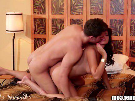 Милфа порно SweetSinner мама помогает сыну с сопровождением секс видео
