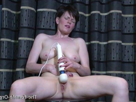 Милфа порно Мульти оргазма мамаша выскакивает киска секс видео