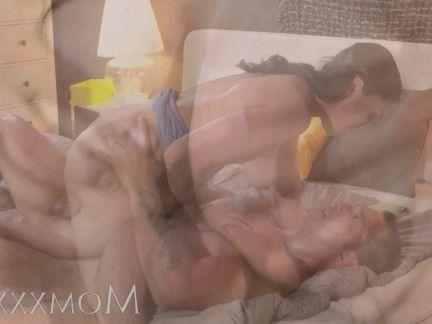Милфа порно Мама молодой грудастая мамаша брюнетка любит большой хуй секс видео