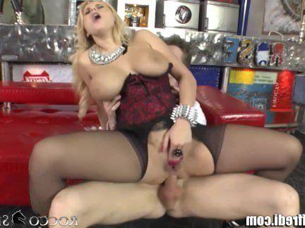 Милфа порно RoccoSiffredi огромные натуральные сиськи и анальный секс секс видео