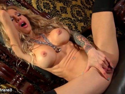 Милфа порно Грудастая блондинка Сара Джесси играет ж / ее киска секс видео