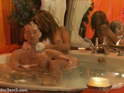 Милфа порно Массируя большое тело с большим членом секс видео