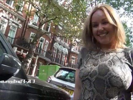Милфа порно Сексуальный Ashley Riders общественного мигающий в на открытом воздухе секс видео