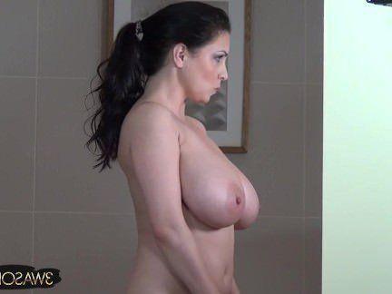 Милфа порно Подглядываем на большими натуральными дойками мамы секс видео