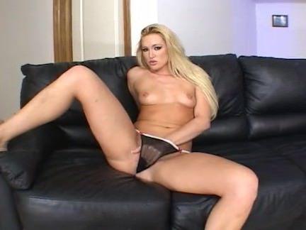 Милфа порно Одного пальца недостаточно для этой блондинки секс видео