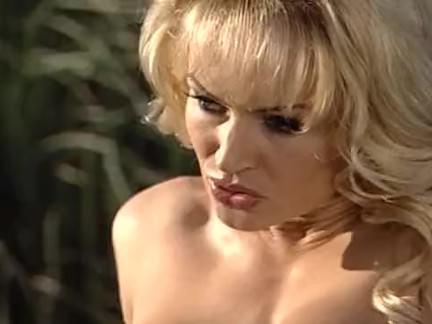 Милфа порно Таня Даниэль сногсшибательный блондинчик играет дилдо секс видео