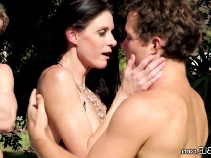 Милфа порно MilkingTable роговой милфа трахает соседа секс видео