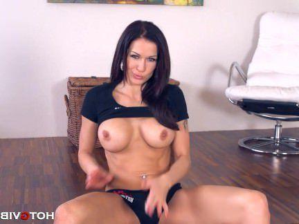 Милфа порно Роговой милфа Стейси трахается на полу секс видео