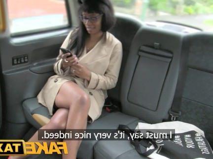 Милфа порно Поддельные такси высокие каблуки и губы Минет секс видео