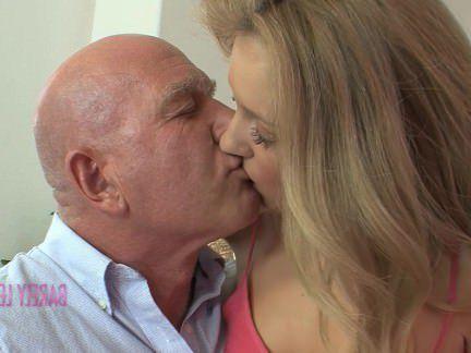 Милфа порно Я люблю тебя папочка Вт/ сексуальная лил Эмили Кае секс видео