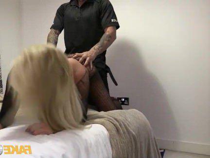 Милфа порно Поддельные полицейский сопровождает мамаша домой для секса секс видео