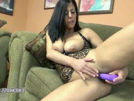 Милфа порно Лаванда Рейн играет ее зрелая пизда секс видео