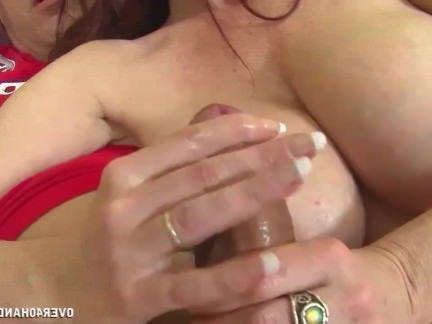 Милфа порно Грудастая рыжая милфа мастурбирует секс видео