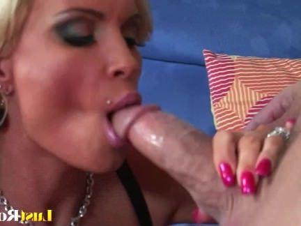 Милфа порно Грудастая блондинка милфа Алмаз Флорес любит есть сперму секс видео