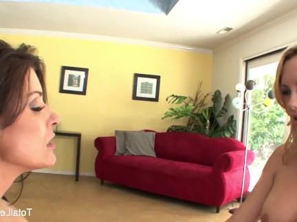 Милфа порно Мятежная блондинка трахает ее папа и ы новая подруга секс видео