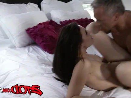 Милфа порно Aidra Фокс и Marcus London чертов на кровать секс видео