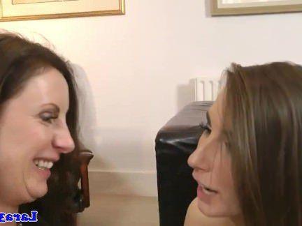 Милфа порно Классный мамаша fingerfucks прекрасный красотка секс видео