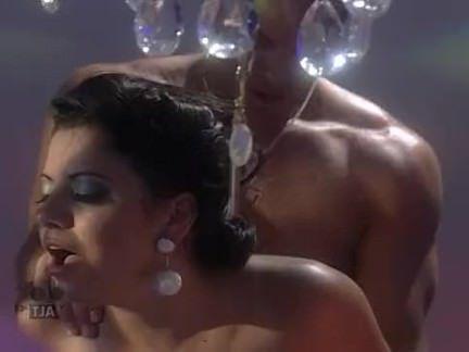 Милфа порно Прекрасный blackhaired красотка пользуется Анальный секс секс видео