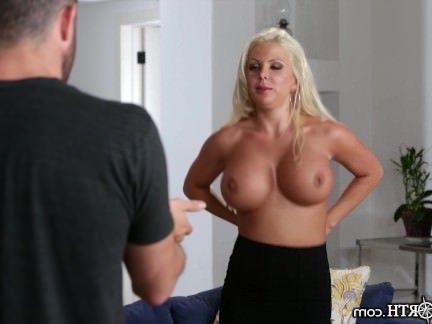 Милфа порно Новый мачеха является Распутная и имеет огромный сиськи секс видео