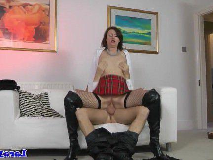 Милфа порно Поймали мастурбирует зрелая трахает патруль КС секс видео