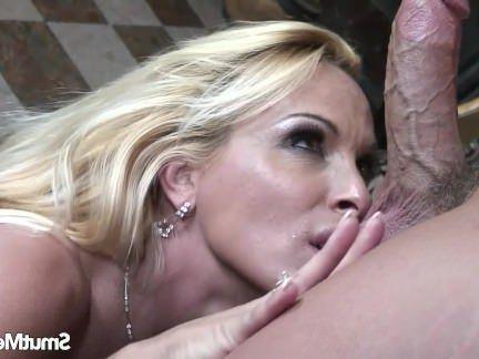 Милфа порно Большая грудь маловата милфа трахал секс видео
