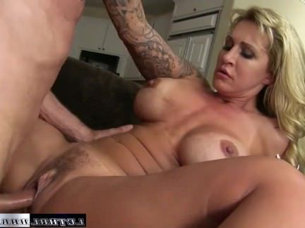 Милфа порно Райан и ее большая задница вернулась, чтобы получить большой член и лица секс видео