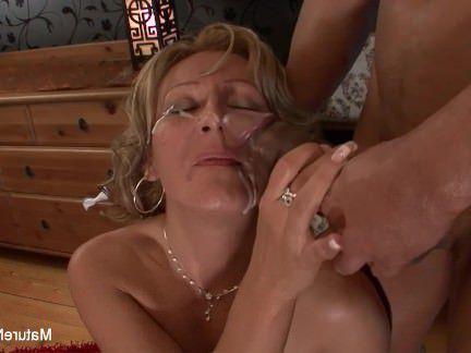 Милфа порно Сексуальная блондинка бабушка принимает черный хуй в ее задницу секс видео