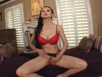 Милфа порно Анж Венера набивает ее пизду секс видео