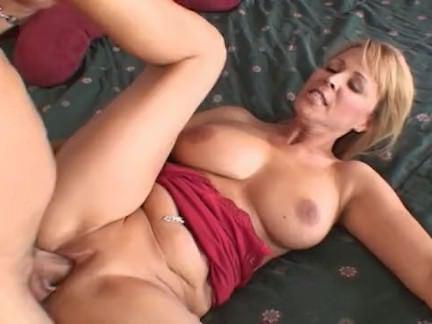 Милфа порно Николь Мур сосет мясо трудно для удовольствия секс видео
