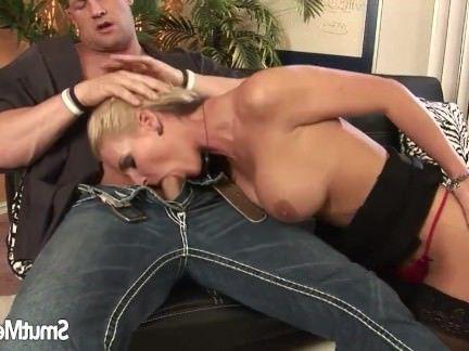 Милфа порно Супер горячая мамаша трахается и ест сперму секс видео