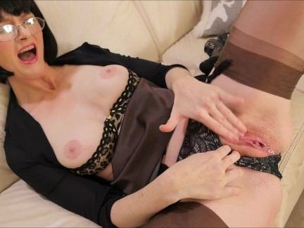 Милфа порно Julia The squirting Secretary секс видео