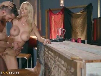 Милфа порно Грязные читы жена с бар человек-Brazzers секс видео
