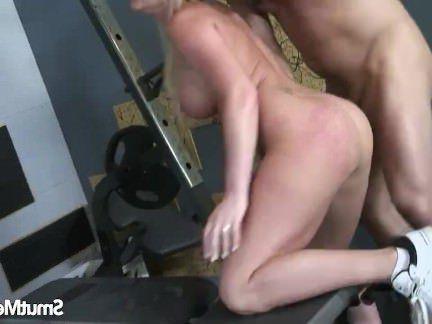 Милфа порно Супер сексуальная блондинка выебанная жесткий секс видео