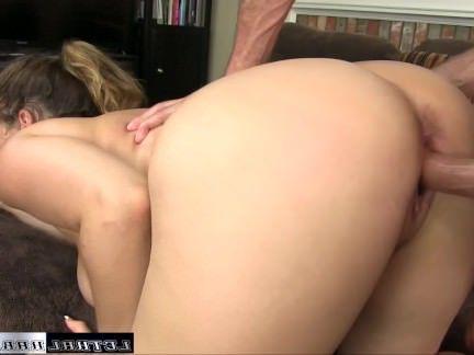 Милфа порно Наташа возвращается, чтобы получить ее огромные сиськи трахал секс видео