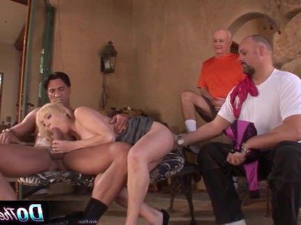 Милфа порно Супер сексуальная блондинка жена толченый по порно шпильки секс видео