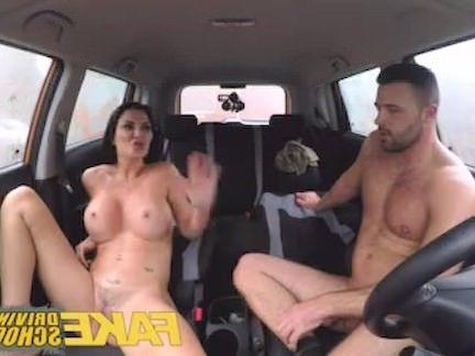 Милфа порно Поддельные Автошкола повезло молодой парень повелся на его грудастой милфа экзаменатор секс видео