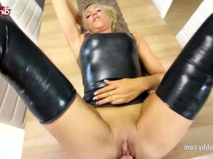 Милфа порно Мое грязное хобби-Дайня и огромный фонтан спермы секс видео