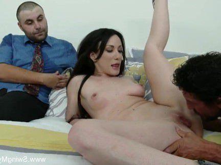 Милфа порно Удивительный свингер мамаша трахается с незнакомцем секс видео
