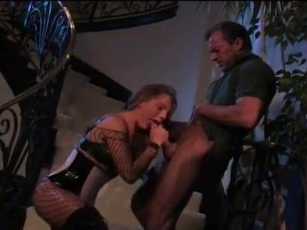 Милфа порно Мамаша в ботинки помогает a человек в нужно секс видео