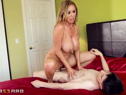 Милфа порно Азиатский милфа Находит Большой Член В Ее Постели-Brazzers секс видео