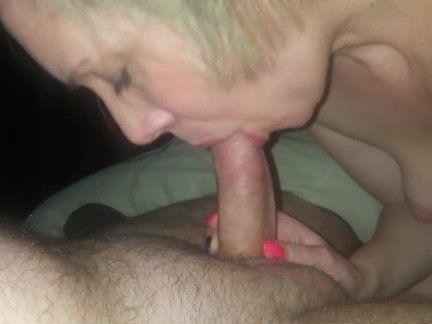 Милфа порно Роговой 40-летний сосать член, чтобы очистить секс видео