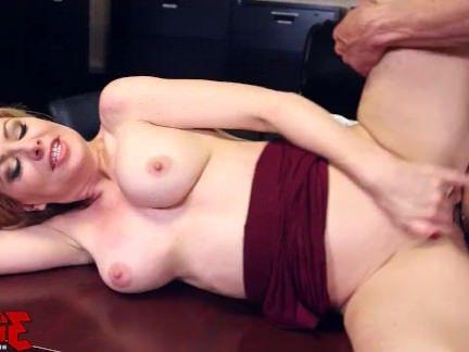 Милфы Порно В отделе кадров новая секретарша которую обязательно надо жестко трахнуть секс видео бесплатно