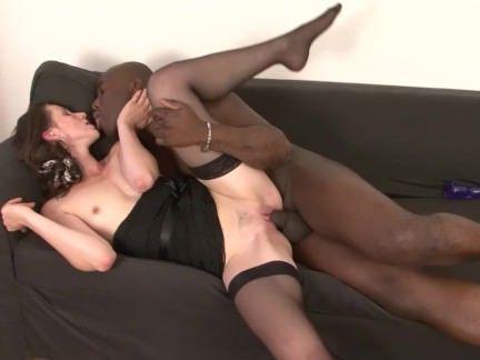 Милфа порно В ожидании своего парня милфа дрочила пелотку фиолетовым мастурбатором секс видео