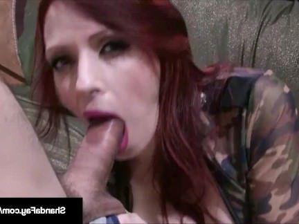 Милфа порно Разрвинув трусики милфа с массивными титями отдалась голодному солдатику секс видео