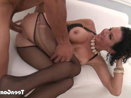 Милфа порно Мамочка с крупными буферами дрыгает ножками во время оргазма после страстной ебли секс видео