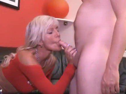 Милфа порно От дикого желания мужик порвал на мильфе джинсы и выебал её в очко секс видео